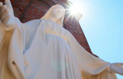 Padre Reginaldo Manzotti: Maria é quem nos ensina a viver e a sofrer