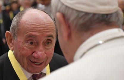 Papa aos idosos: tempo de doação e de diálogo