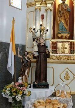 Influenciado por São Francisco, Santo Antônio viveu o Evangelho no amor a Deus e aos pobres