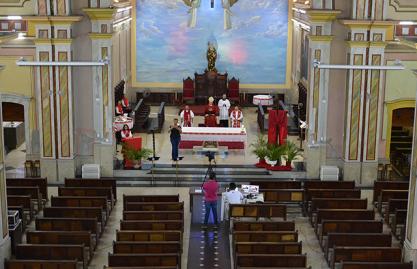 Arquidioceses e Dioceses brasileiras suspenderam novamente missas com a presença dos fieis